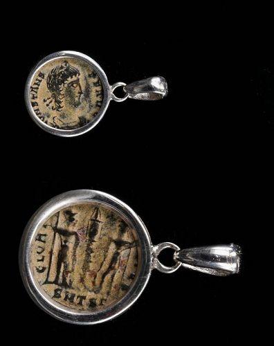 A ROMAN BRONZE COIN OF CONSTANS IN SILVER PENDANT