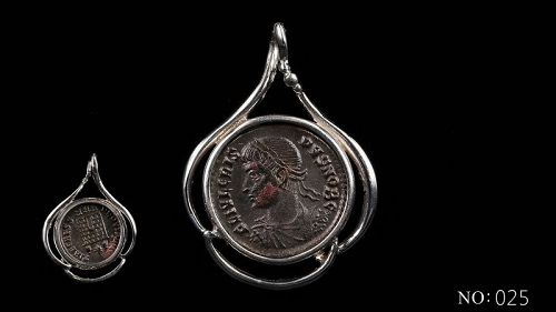 A ROMAN BRONZE COIN OF CRISPUS IN SILVER PENDANT