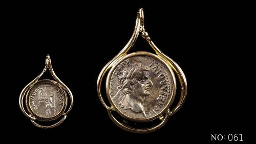 "A ROMAN ""TRIBUTE PENNY"" OF TIBERIUS IN 14K GOLD TREFOIL PENDANT"