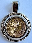 A BYZANTINE GOLD SOLIDUS IN 18K GOLD SETTING