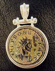 A ROMAN ANTONINIANUS OF PROBUS SET IN A SILVER PENDANT