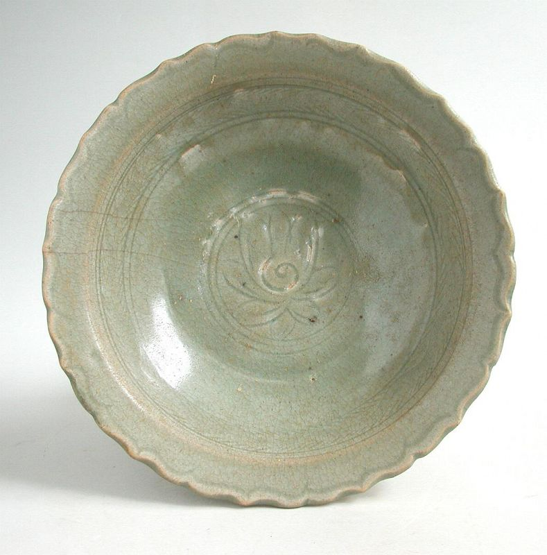 Large Thai 14th - 15th Century Sawankhalok Celadon Bowl