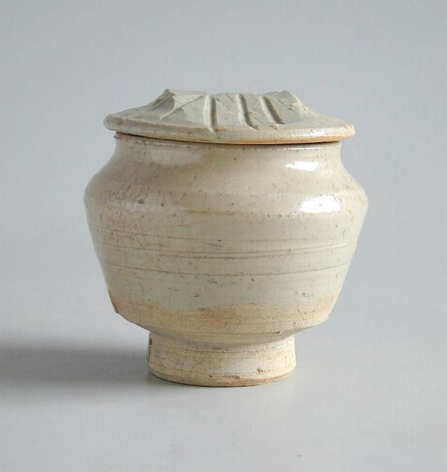 Chinese Song / Yuan Dynasty Qingbai Glazed Porcelain Jar
