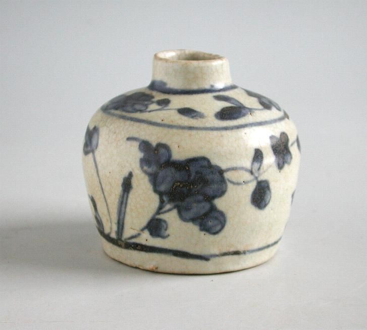 Small Chinese Ming Dynasty Blue & White Porcelain Jar