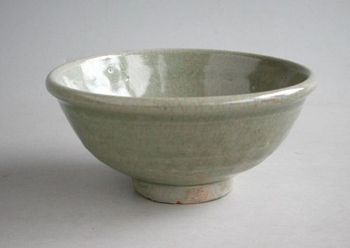 Chinese Yuan / Ming Dynasty Longquan Celadon Bowl