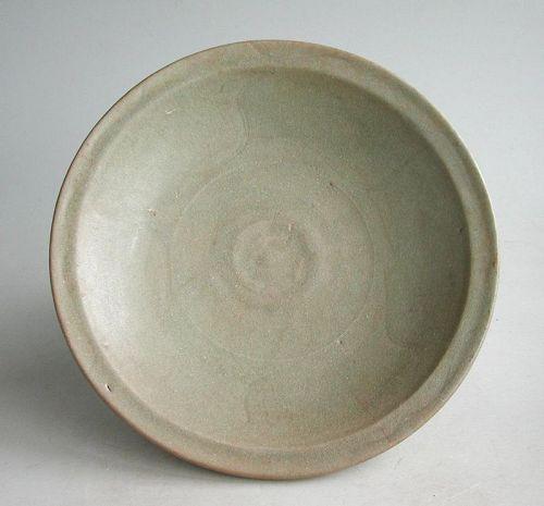 Large Chinese Song / Yuan Dynasty Longquan Celadon Dish