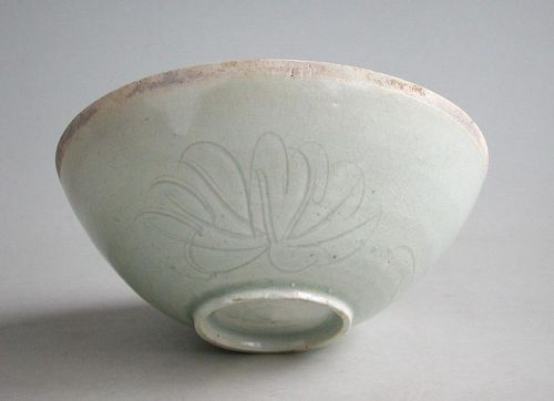Fine Chinese Song Dynasty Qingbai Porcelain Bowl with Peony Pattern