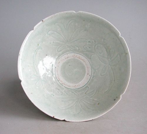 Fine Chinese Song Dynasty Qingbai Porcelain Bowl with Floral Pattern