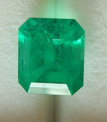Superb 7.04ct Colombia Emerald AIGS Certificated F1