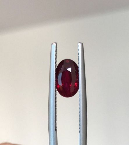 Exceptional Unheated Pigeon�s Blood Ruby 2.02ct & Lotus Certificate