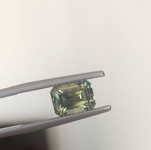One Of Kind Unheated 3.50ct Bicolor Sapphire AIGS Certificate