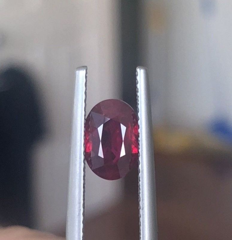Exceptional Unheated Pigeon�s Blood Ruby 2.03ct GRS Certificate