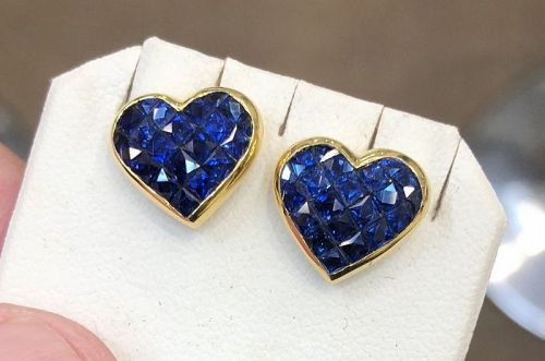 Beautiful Invisibly Set 4.38ct Blue Sapphire 18k Gold Earrings