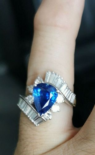 Absolutely Lovely 3.45ct Blue Sapphire Platinum & Diamond Ring