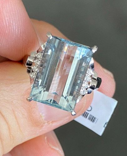 Beautiful 9.64ct Aquamarine & Diamond Platinum Ring