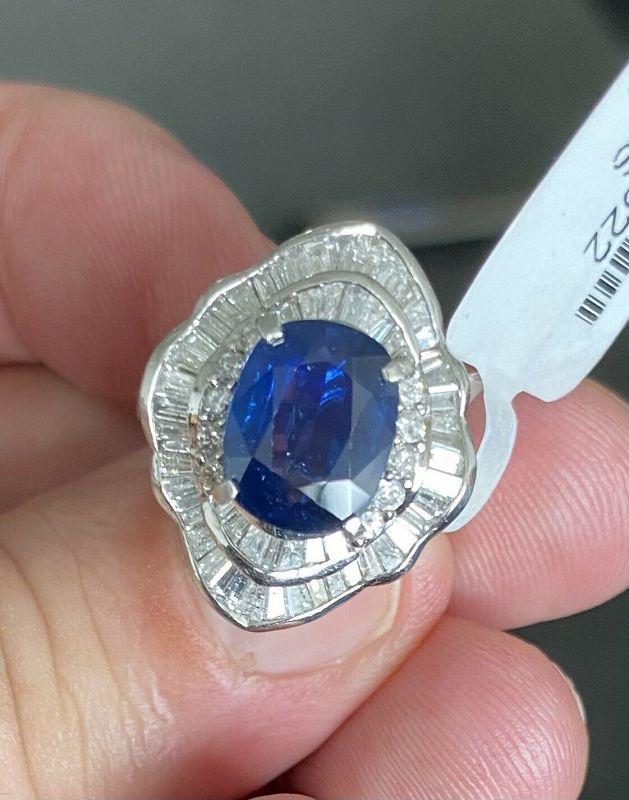 Absolutely Lovely 3.49ct Blue Sapphire Platinum & Diamond Ring