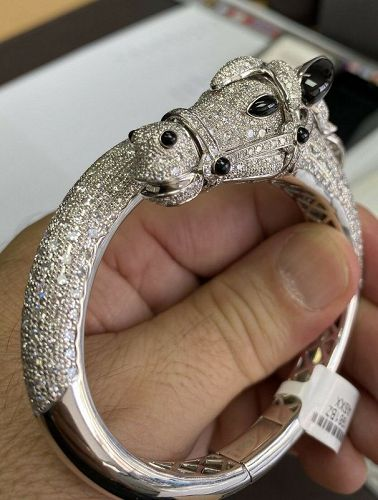 An Astonishing 13.66ct Diamond Horse 18k Bangle