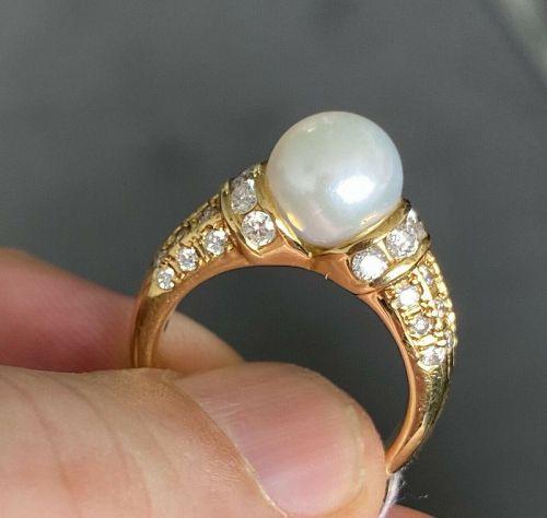 Beautiful Akoya Pearl & Diamond Ring