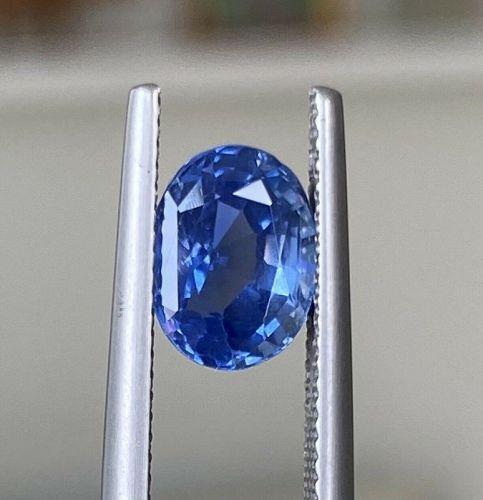 A Fine Unheated Burma 3.11ct Cornflower Blue Sapphire Lotus Certificat