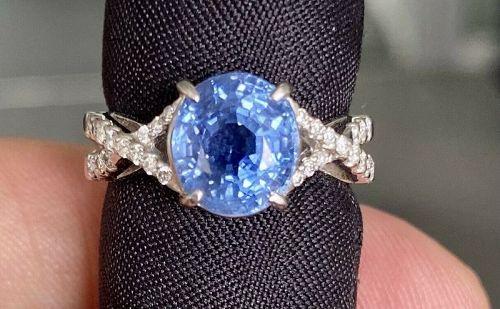 Sensational Unheated 4.35ct Blue Sapphire Platinum & Diamond Ring