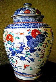 17th Century Covered Kakiemon Vase