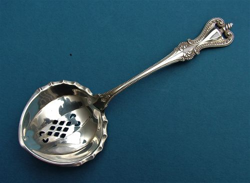 Towle OLD COLONIAL almond spoon