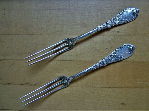 Durgin STRAWBERRY strawberry forks, pair of