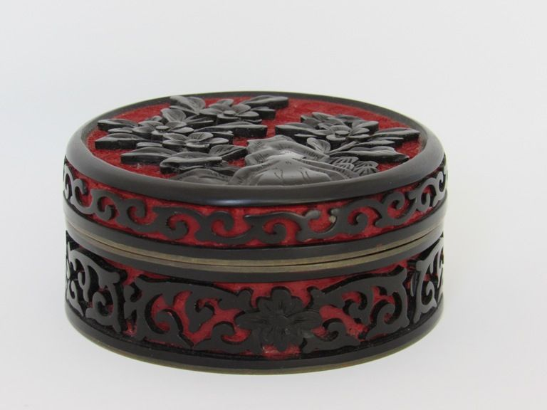 Chinese Black and Red Cinnabar Lacquer Round Trinket Box
