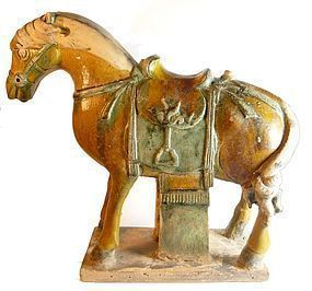 WELL MODELED MING SANCAI HORSE