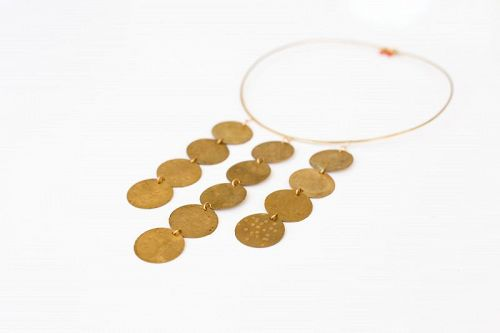 BRASS NECK RING NECKLACE WITH HAMMERED VINTAGE BRASS DISCS