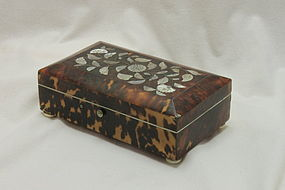 Tortoiseshell trinket box inlaid with silver and mother-of-pearl