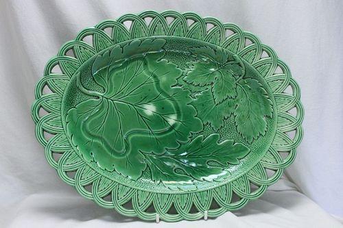 Oval majolica plate with pierced rim