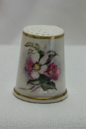 Worcester hand painted porcelain thimble c 1880's