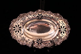 Wonderful English antique Silver Dish, Ear 18th C.
