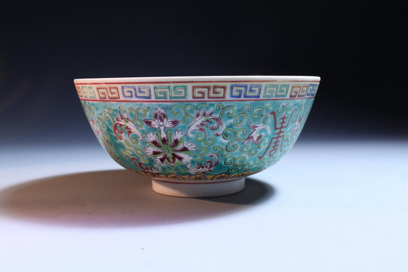 Superb Antique Chinese Enameled Porcelain Bowl, 19th c.