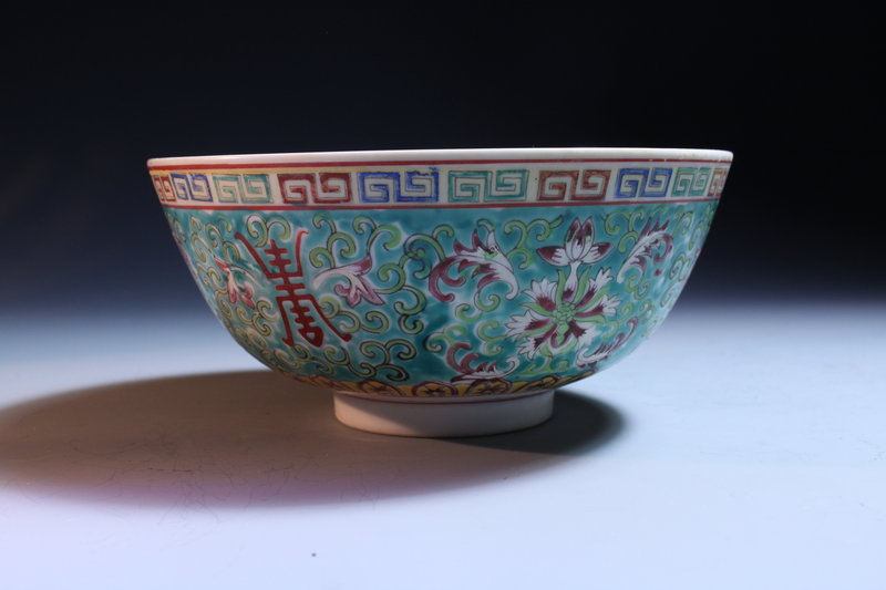 Superb Antique Chinese Enameled Porcelain Bowl, 19th c.
