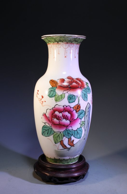 Chinese Republic Period Enameled Porcelain Vase,