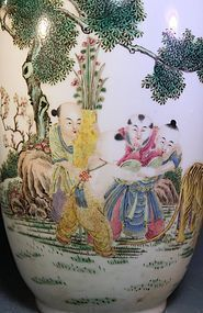 Superb Chinese Enameled Porcelain Vase