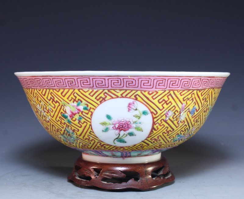 Chinese Qing Famille Rose Porcelain Bowl.