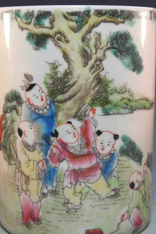 Superb Chinese Famille Rose Porcelain Brush Holder