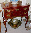 Massachusetts Queen Anne period lowboy, c.1760s