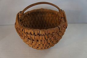 "6"" egg basket  19th C. in excellent condition"