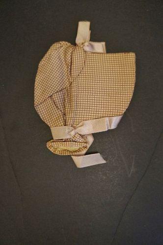 Small Shaker bonnet shaped needle case antique