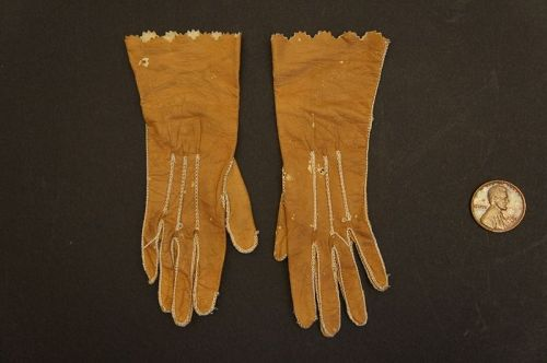 Tiny 19th C tan gloves for a little girl antique early in 1909 box