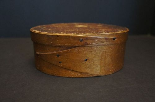 early oval pantry box opposing fingers orig finish square pegged 1840