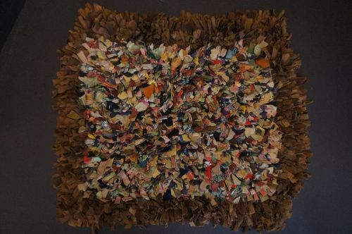 Shaker confetti table mat with nice brown border C.1900