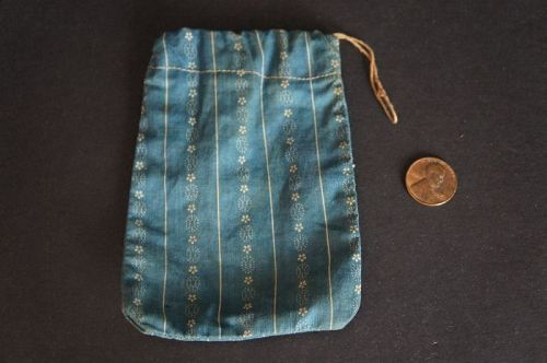 "Early antique blue calico button bag with orig. string tie 3"" by 5"""