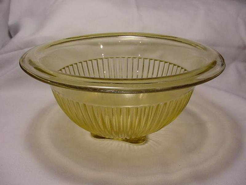 Kitchenware - Federal 8 3/4 inch Mixing Bowl