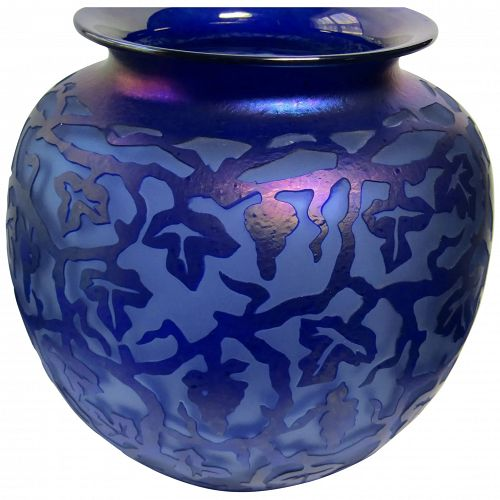 Resnick 1998 carved glass art grape clusters and leaves theme purple vase