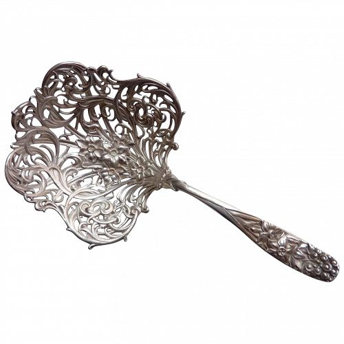 Rare Whiting Bon Bon tomato sterling silver spoon with daffodils